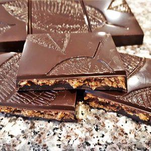 Karamelles-kézműves-csokoládé-crocant-töltettel