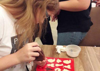 gyermek-kézműves-csoportos-csokoládé-készítés-03