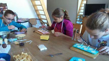 gyermek-kézműves-csoportos-csokoládé-készítés-04