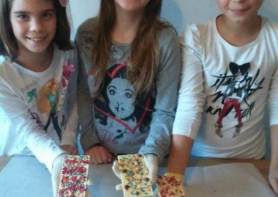 gyermek-kézműves-csoportos-csokoládé-készítés-05