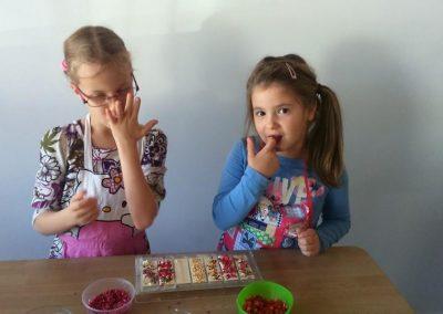 gyermek-kézműves-csoportos-csokoládé-készítés-06