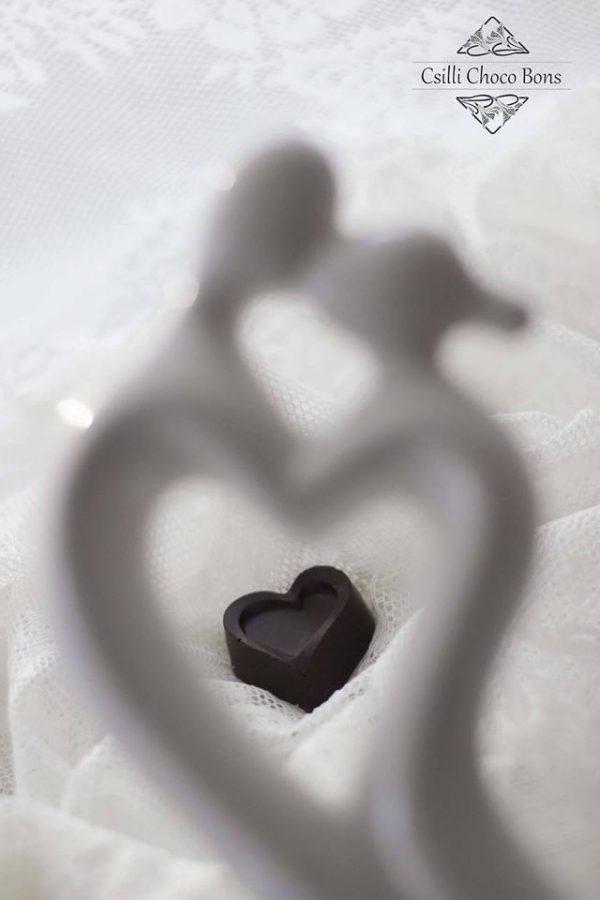 marcipános-szív-alakú-kézműves-bonbon.jpg